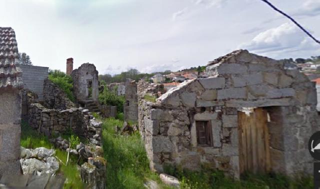 Casas de pedra em ruínas.. ACEITA-SE OFERTA