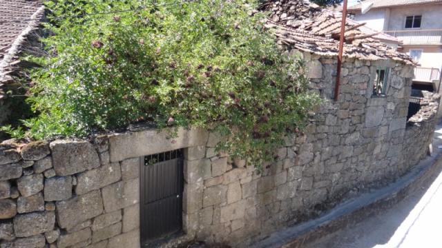 Casa Pedra para Reconstruir