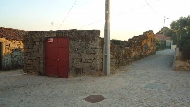 Casa Vila Boa em pedra para reconstrução